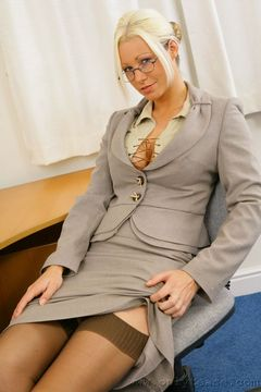 Only Tease – Luci Victoriaas a secretary in sexy stockings