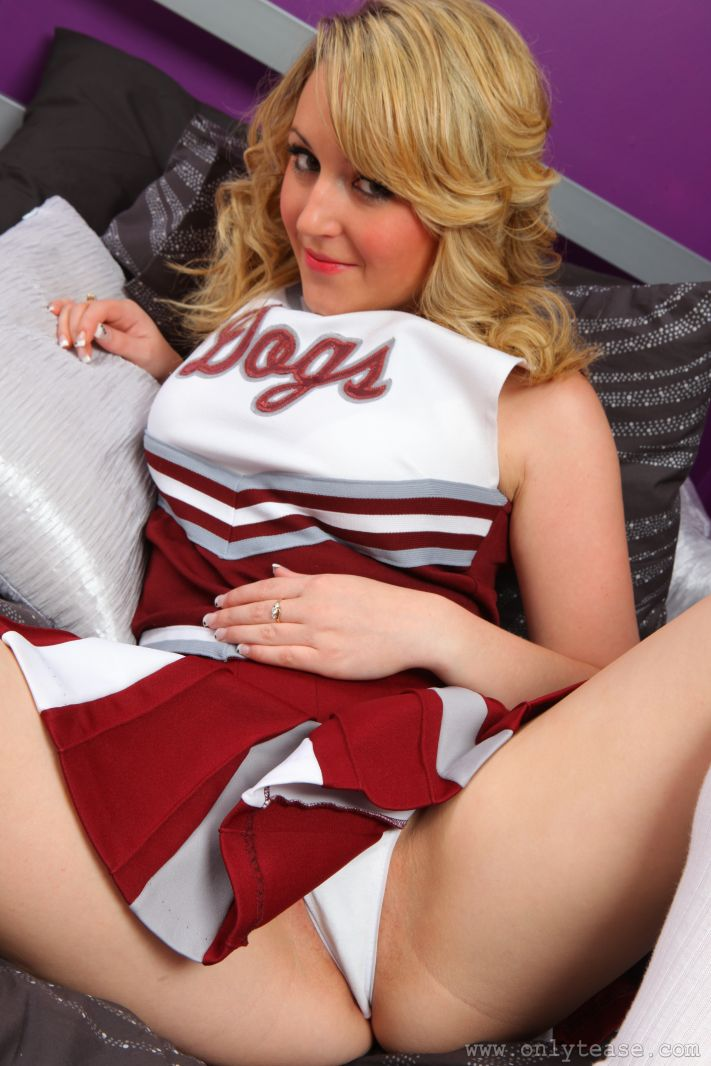 9410 Girls In Bra And Panties   Hannah B Plays A Cute Cheerleader